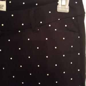 Old Navy Pants & Jumpsuits - Old Navy pixie pants polka dot black/white 10R